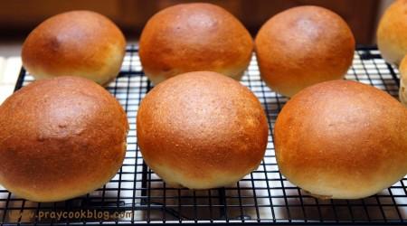 hamburger buns baked
