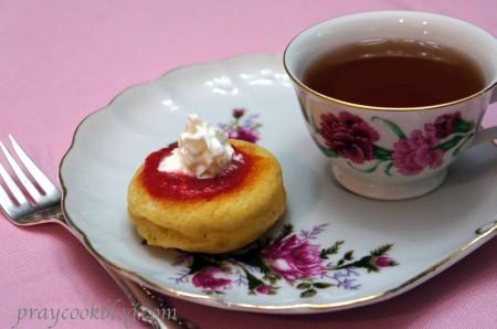 Savarin and tea