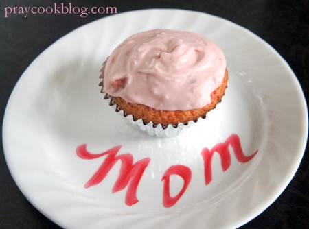 strawberry cupcake mom