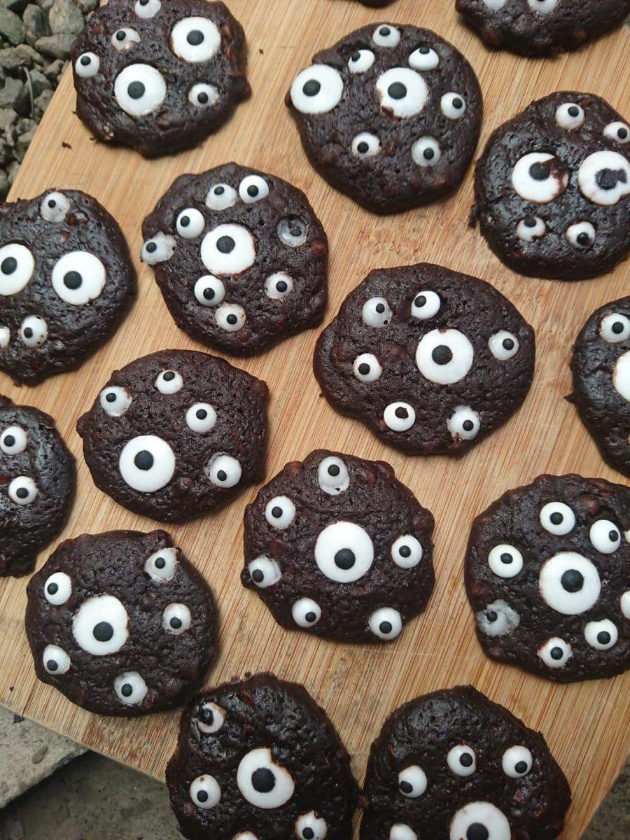 halloween eye ball cookies sheet